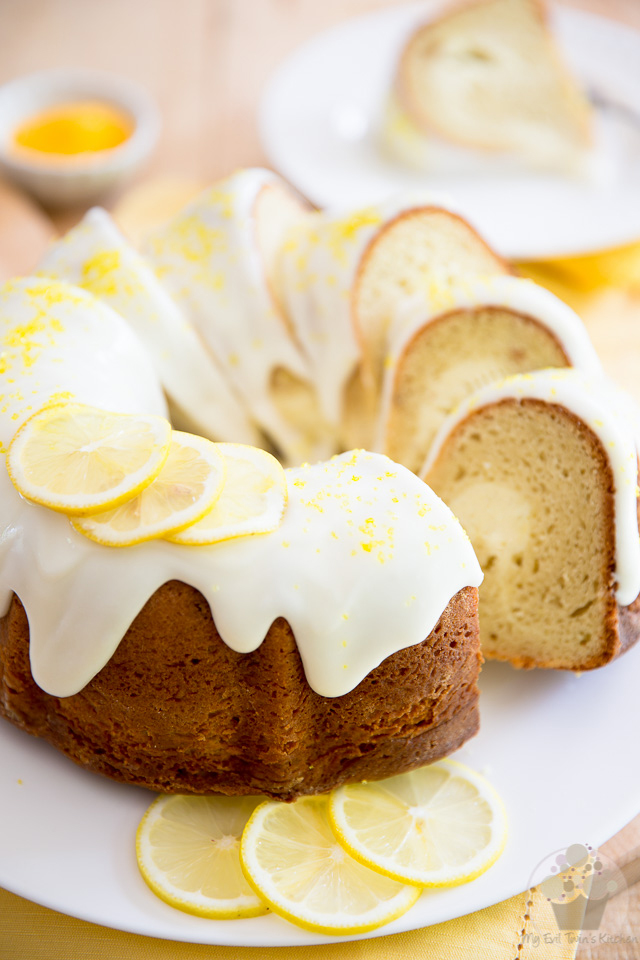 Despite the dense and compact texture that the addition of cream cheese confers to this Lemon Cream Cheese Bundt Cake, it's still so tangy and refreshingly tasty that you'll gladly have a slice, even in the middle of summer!