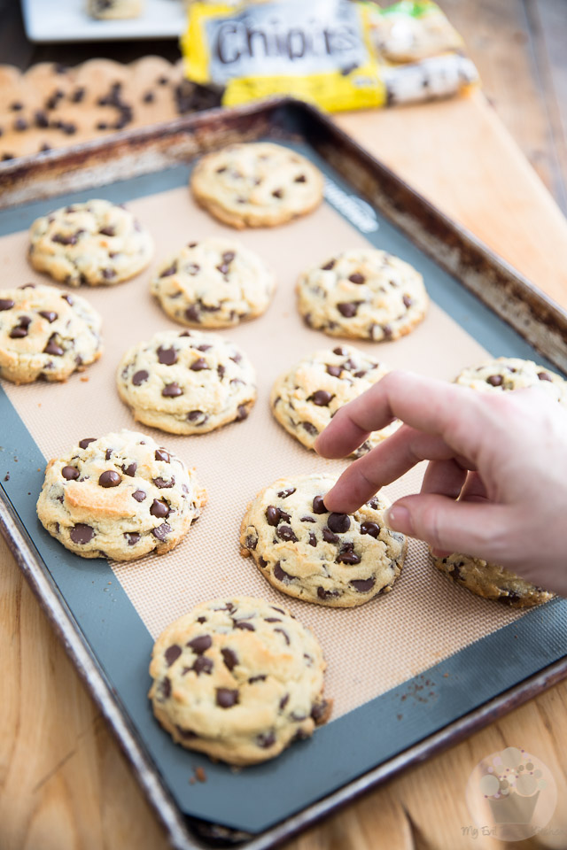 Soft and Chewy Chocolate Chip Cookies   Recipe and step-by-step instructions on eviltwin.kitchen