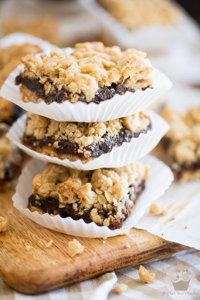 The Best Ever Date Squares by My Evil Twin's Kitchen - Step-by-step instructions on evilwtin.kitchen